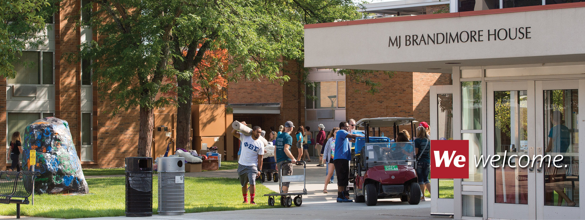 Image of residence hall move-in