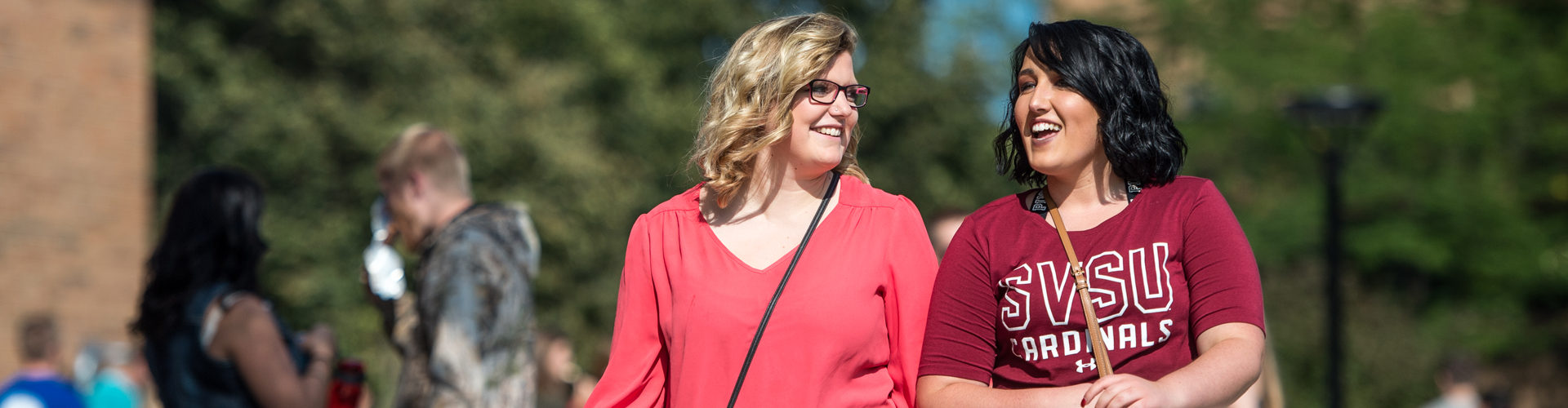A pair of SVSU students walk together on campus