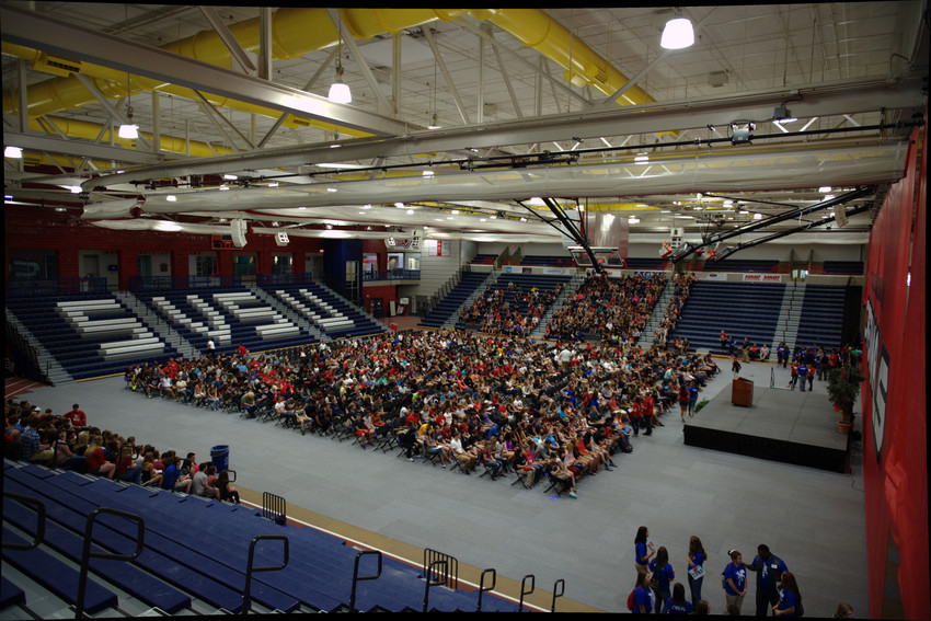 A photograph of Fall 2015 freshmen at Freshstart in James O'Neill Arena