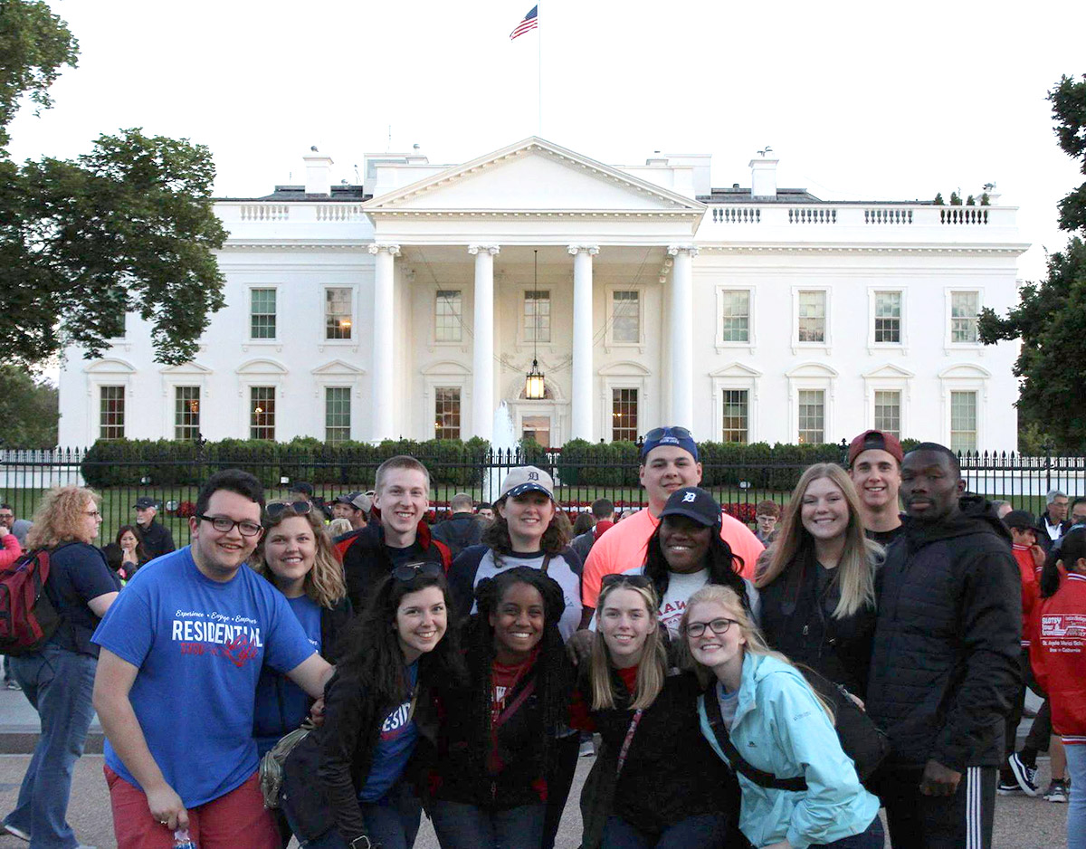 Students on Alternative Breaks trip in Washington, D.C. pose in front of White House.