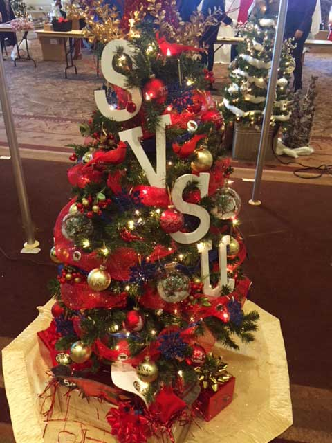 Christmas tree decorated with SVSU for the 2017 Festival of Trees.
