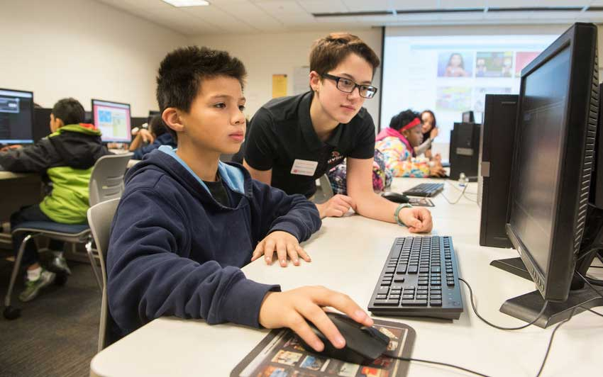 Fourth grade students are mentored by SVSU students in the national Hour of Code event.