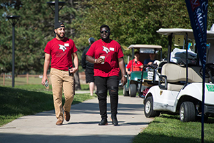 Students walking during freshman movein 2018