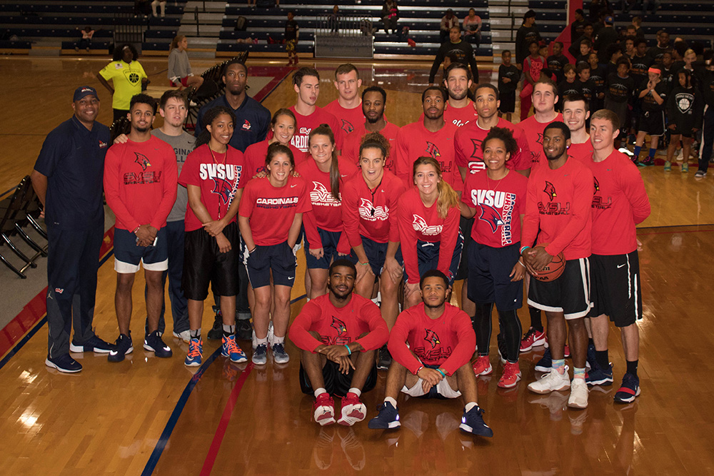group in SVSU t shirts with basketball