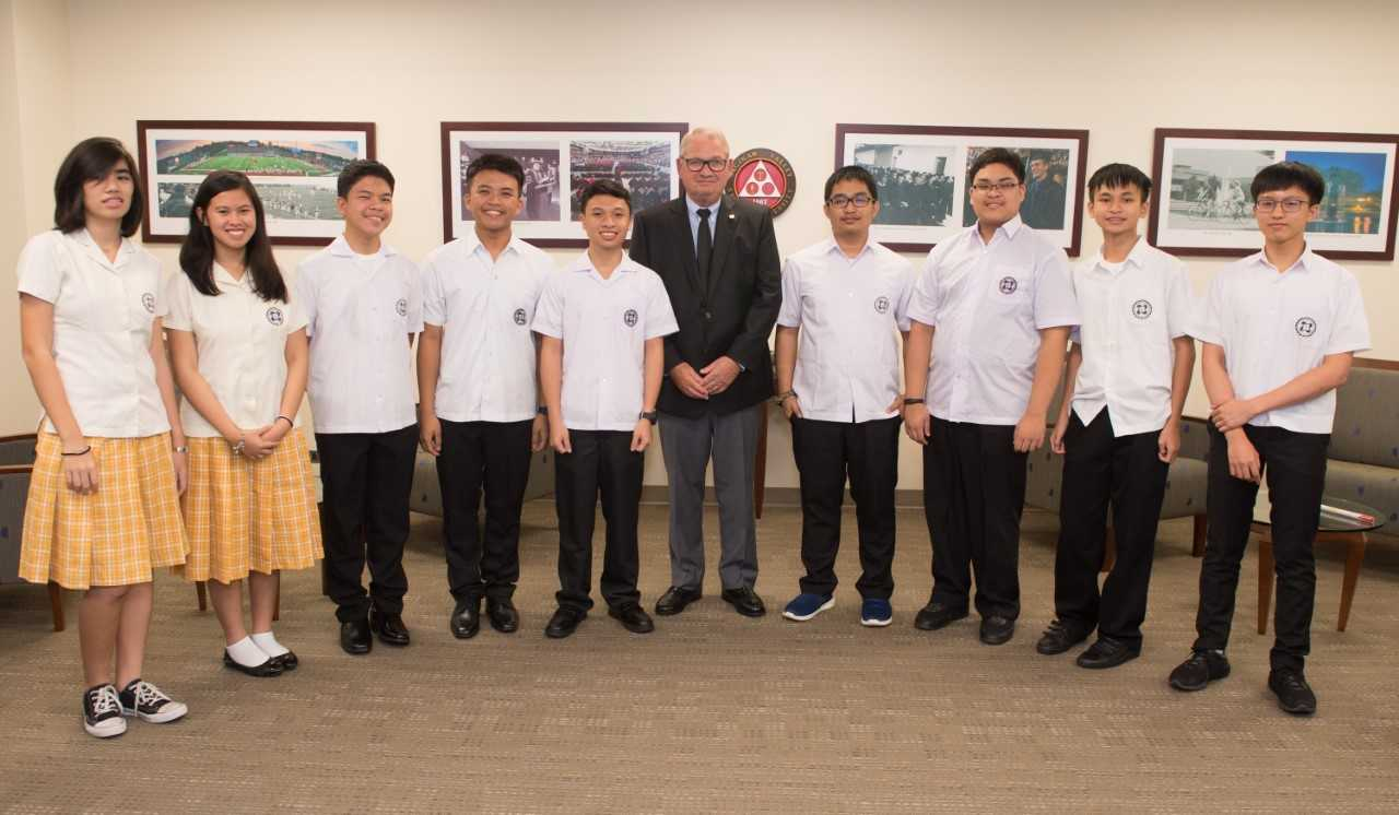 Students visiting from the Philippines with President Bachand.